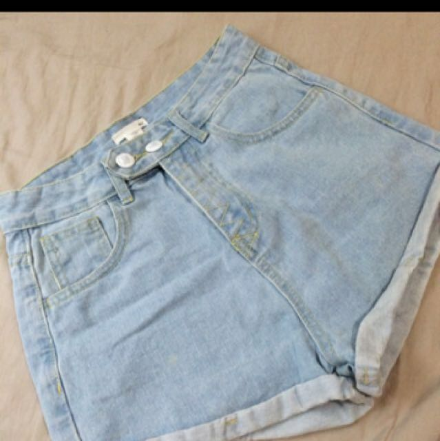 50%品牌淺色牛仔短褲