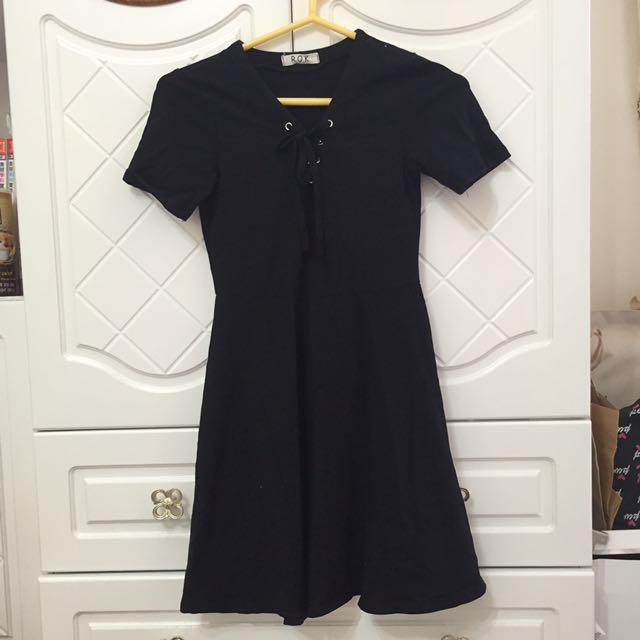 韓貨:胸前綁帶黑色連身裙