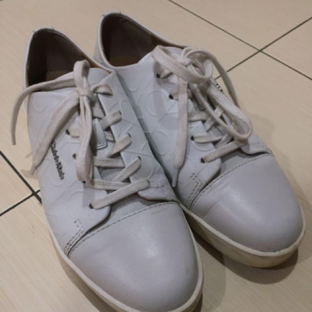 *Authentic* Calvin Klein White Shoes