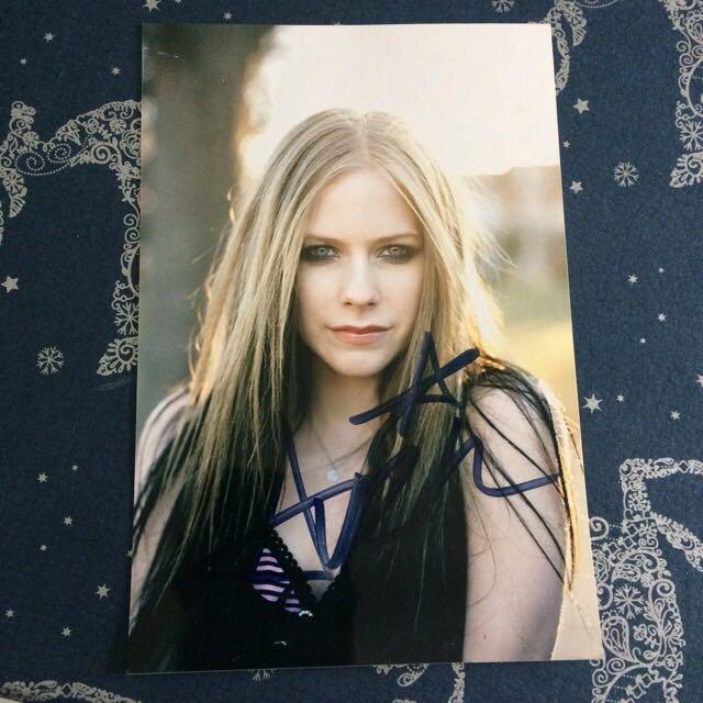 Avril Lavigne Autograph