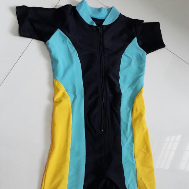 baju renang anak sekitar 4Y