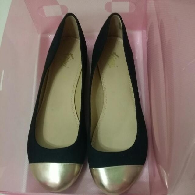 PRICE ⬇ TO RM18 *FREE SHIPPING* Suede Pumps With Gold Toe Cap (Pre-loved)