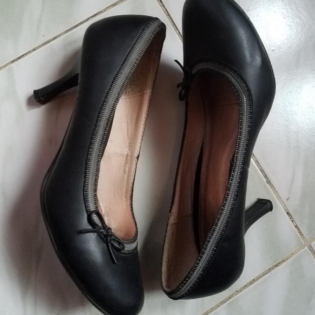 MOY Black Shoes Size 39