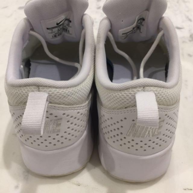 Nike Thea - Size US7