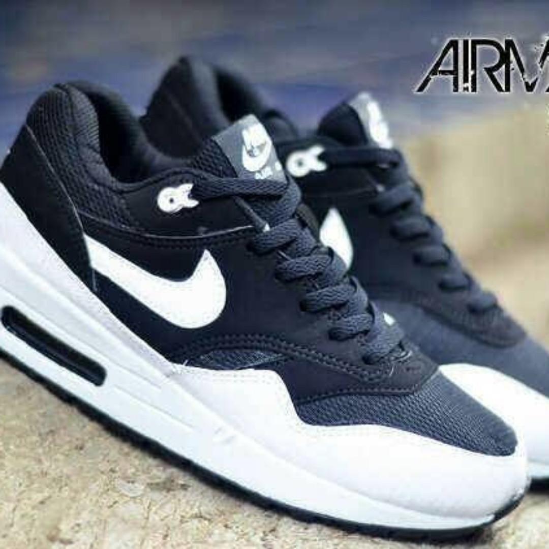 Sepatu Casual Pria Olahraga Nike Running