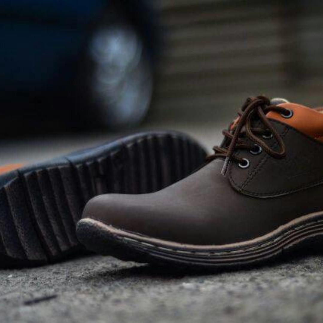 Sepatu Casual Pria Semi Boot Premium Pria Kickers 0e66c10216