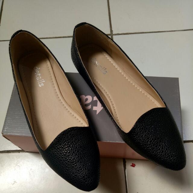 sepatu flats details hitam