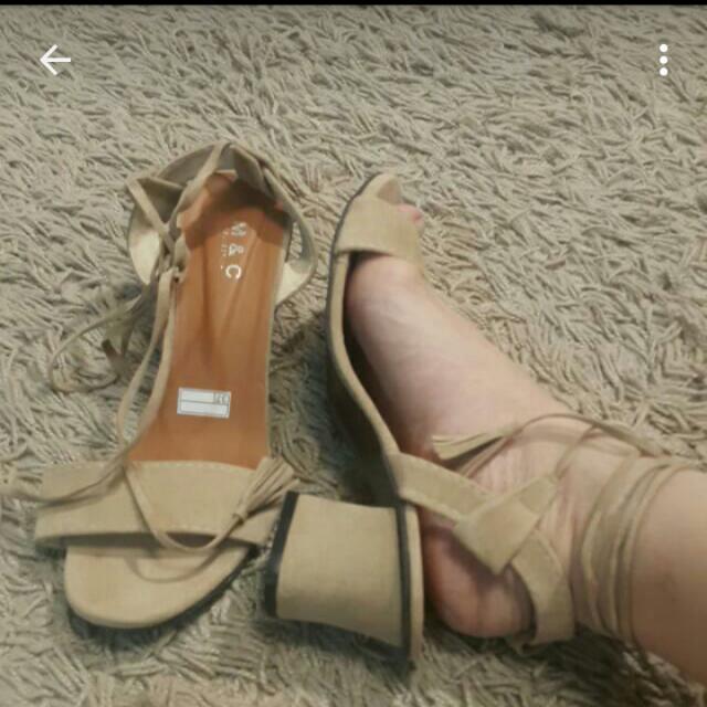 Riprice Sepatu Heel Lilit