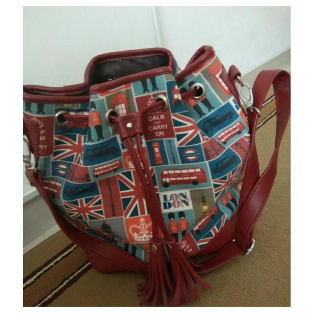 Sling bag serut London merah