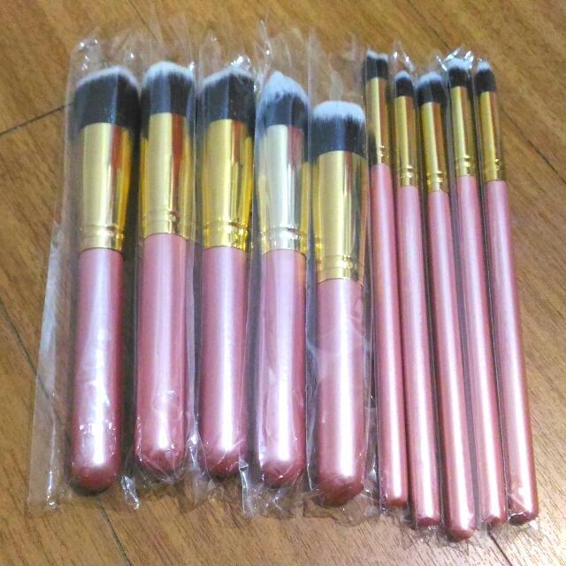 (220 na lang! onhand) 10 Pcs Soft Kabuki Make Up Brushes