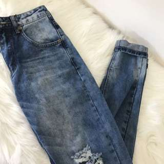 Distressed/Ripped Jeans
