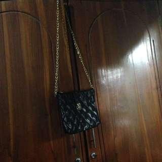 FREEONG BLACK SLING BAG