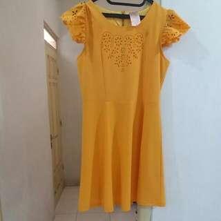 Dress Kuning Cantik