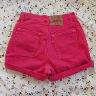 pink levi shorts highwaisted