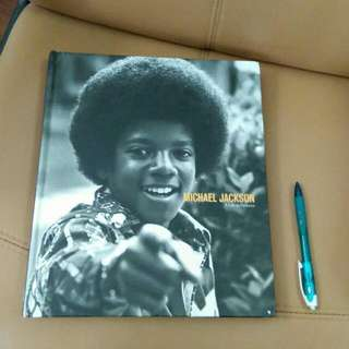 Michael Jackson A Life In Pictures (Coffee Table Book)
