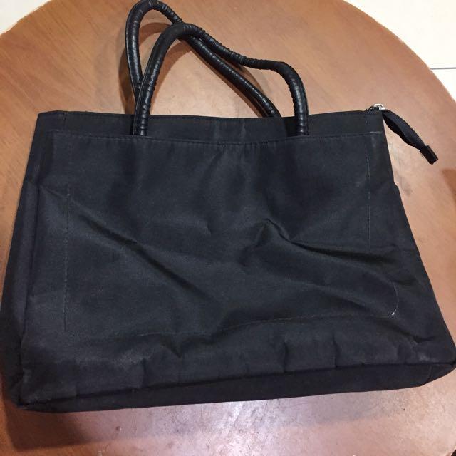 黑色尼龍布手提包