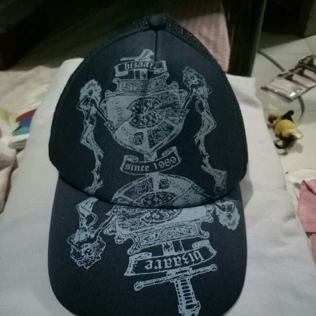 Bizaar Cap
