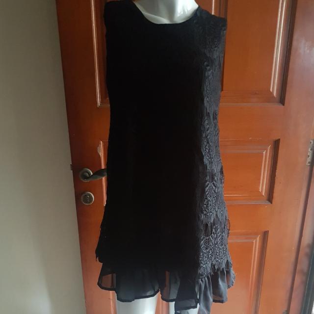 black lacey dress
