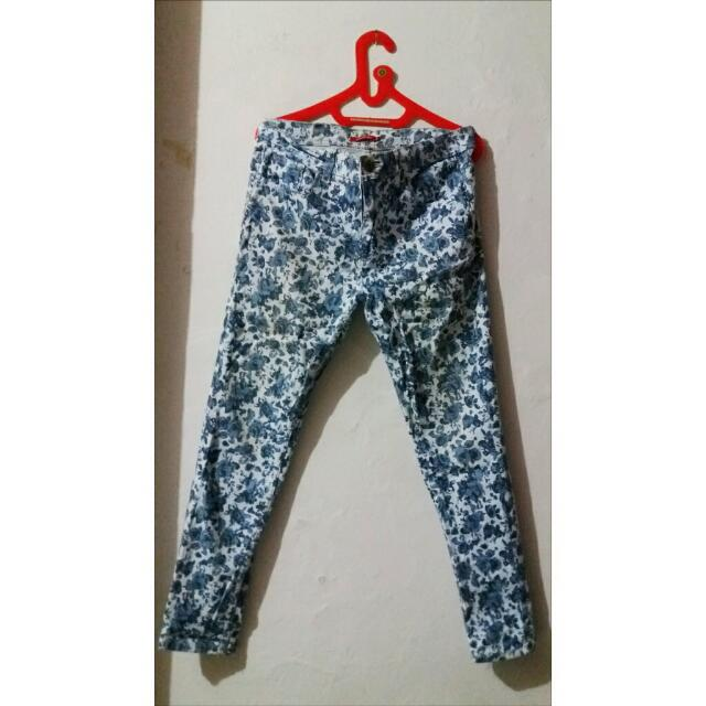 Connection Pants With Blue Flower Detail
