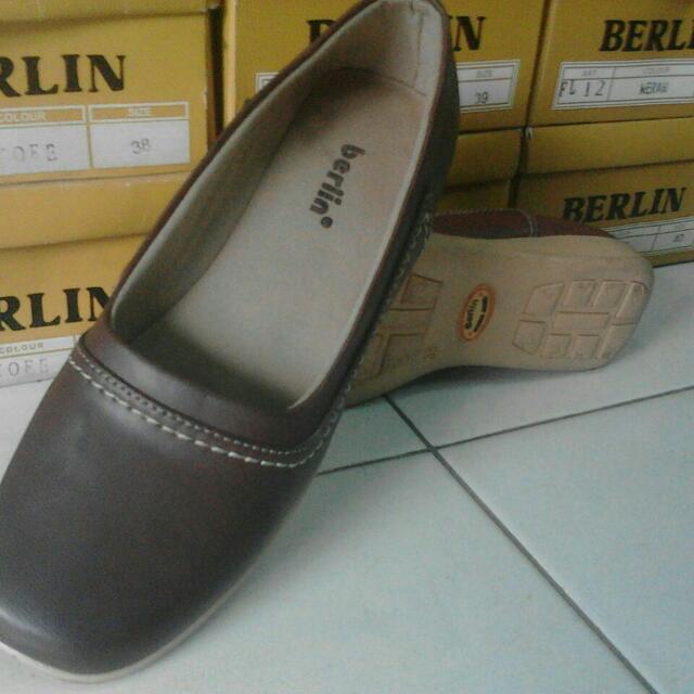 Flat Shoes Wanita Berlin