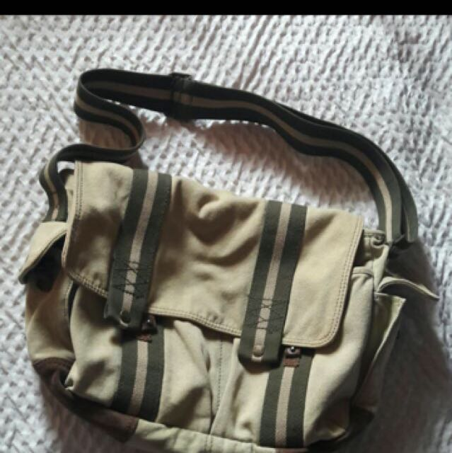 REPRICE: Gap Messenger Bag