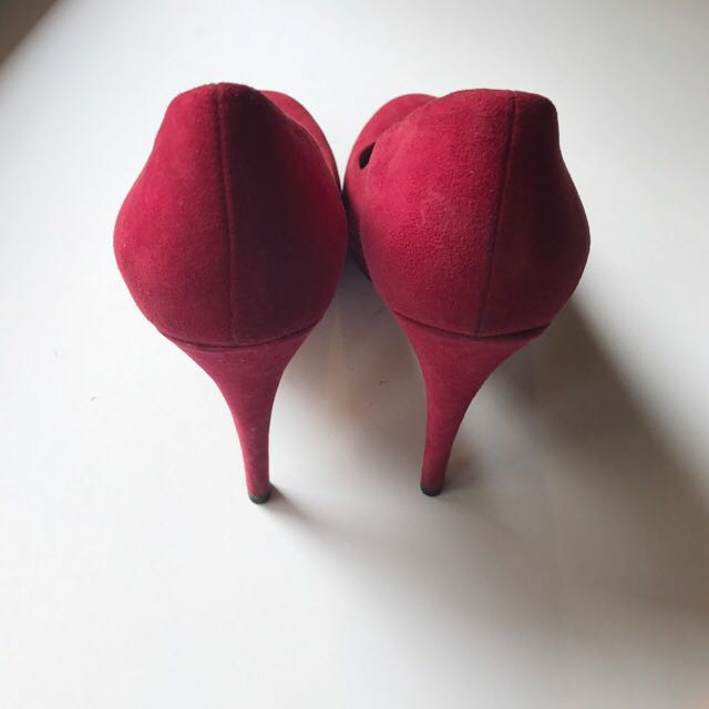 Gucci Suede Heels In Red
