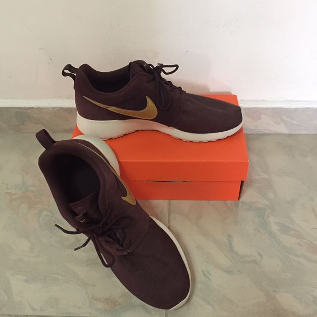 revendeur 7c45d 4beaa Nike Roshe Run Suede Deep Burgundy Red Bordeaux UK8.5, Men's ...