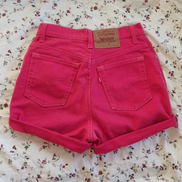 pink levi shorts highwaisted