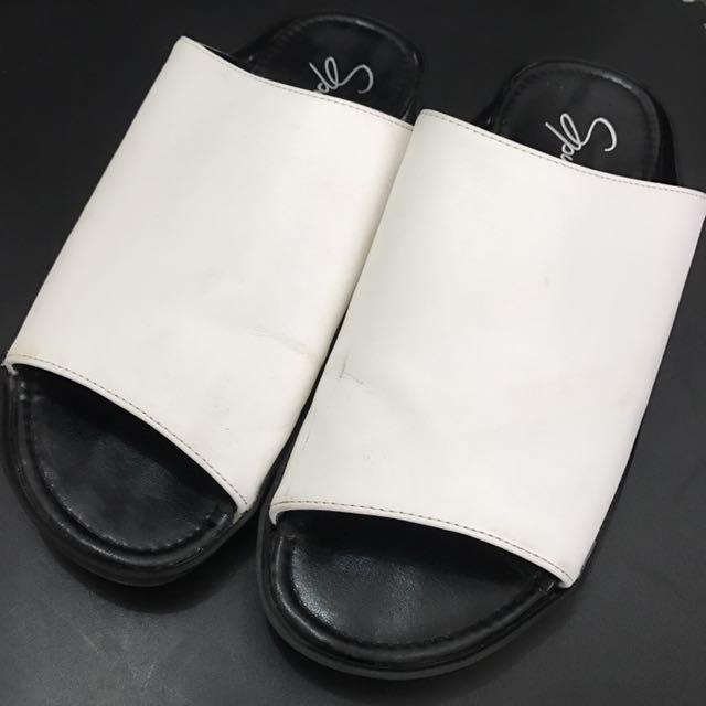 Sandal Bw