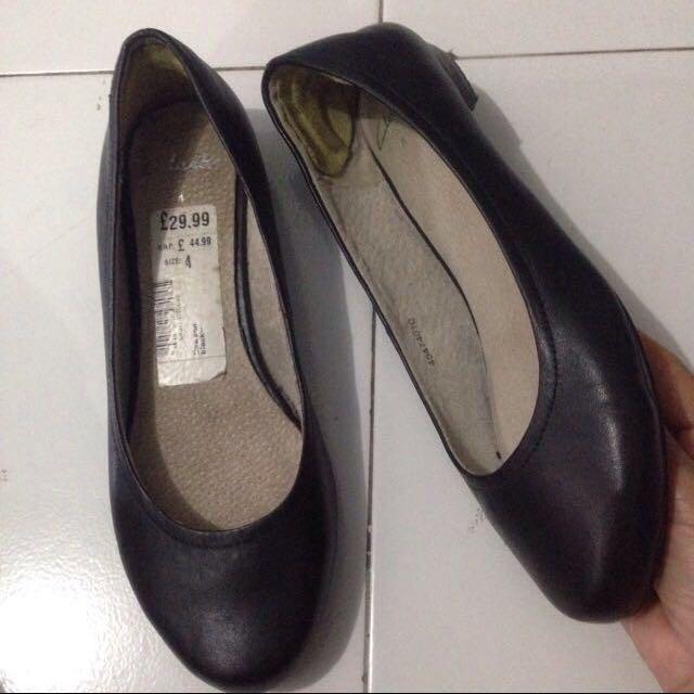 Sepatu, Clarks Asli