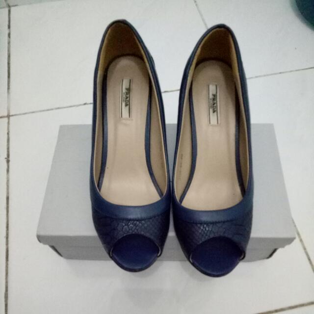 Sepatu Prada Wanita