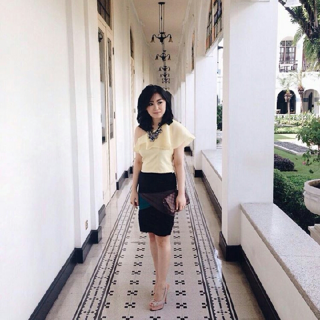 Yellow One Shoulder Tops + Bandage Skirt ( 2 In 1 )