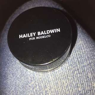 MODELCO HAILEY BALDWIN ON THE GLOW HIGHLIGHTER IN BRONZE