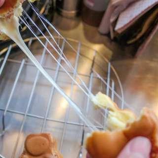 徵來買的客人 網路查<逗貓燒>即可照片這款是超好吃的夏威夷拔絲 鮮奶油鬆餅 黑糖麻糬090578069可電話訂購點