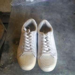 Pul And Bear White Shoes Sz 39EU Womens