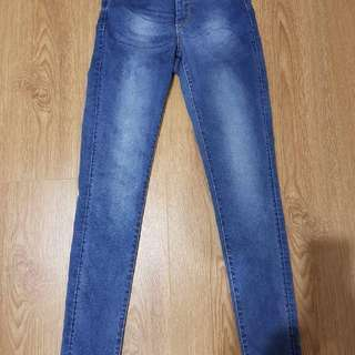 High Waist | Size 6 | Just Jeans