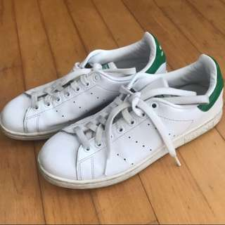 AUTHENTIC Stan Smith (Mens US 7)