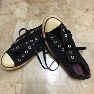 converse sneakers hitam