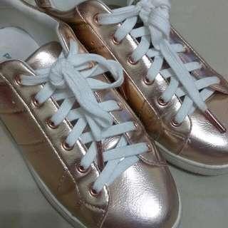 玫瑰金屬鞋法國