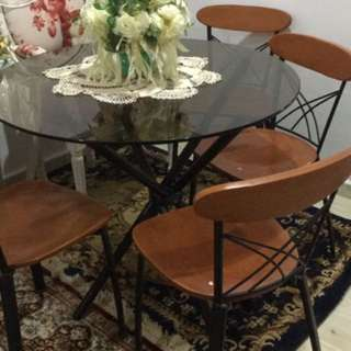 1 Glass Table Top With 4 Chairs