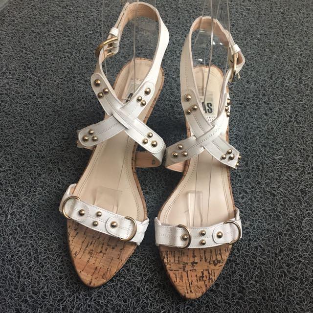 AS: Accento Squisito 白色皮革綁帶金釦高跟涼鞋