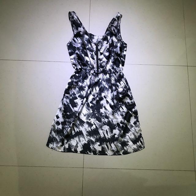 BlackWhite Dress + Zipper In The Middle