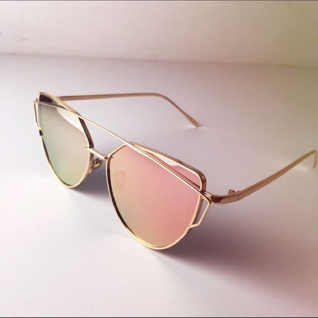 Cat Eye Mirrored Sunglasses In Rose Gold