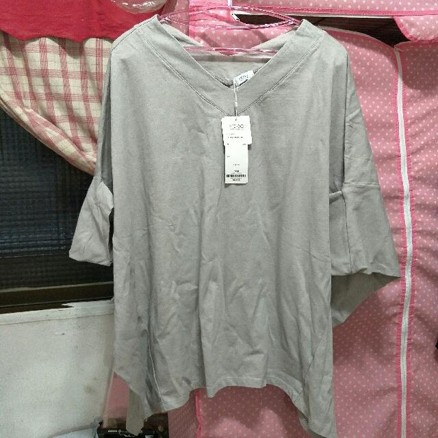 轉賣全新MO-BO/ V領寬鬆上衣