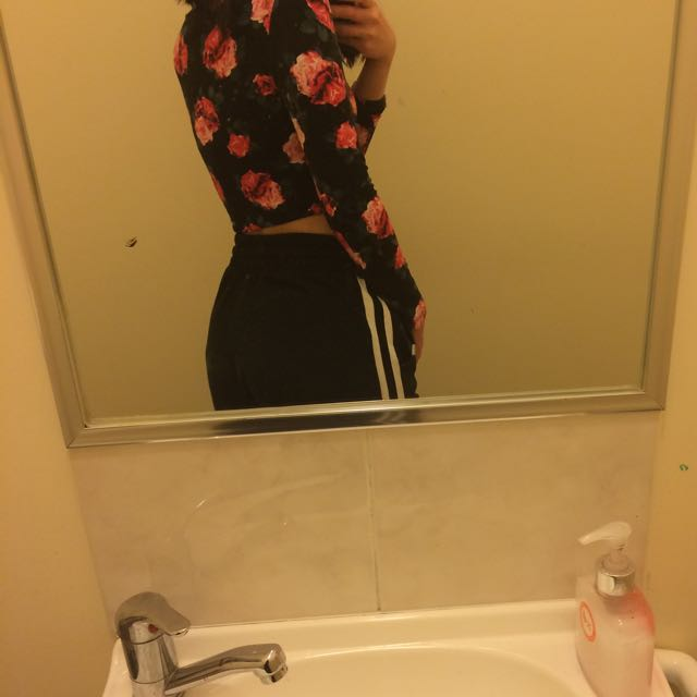 rose patterned cropped top