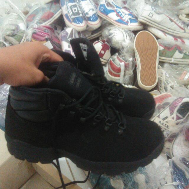 Sepatu Gunung HITEC