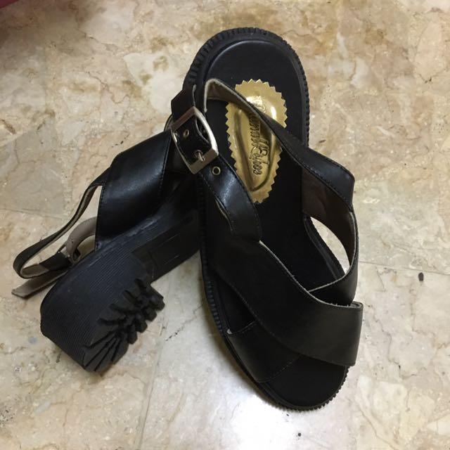 sepatu sendal bagus hitam