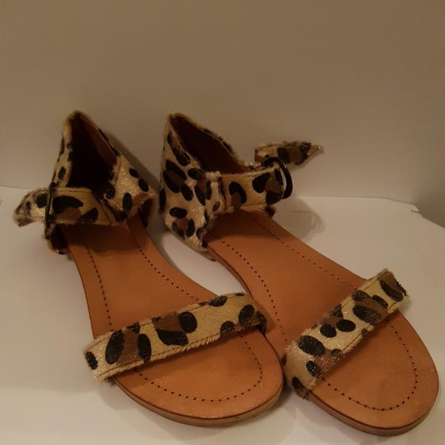 Textured Leopard Print Sandals Size 39