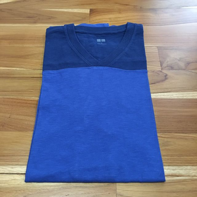 Uniqlo Kaos / T Shirt V Neck