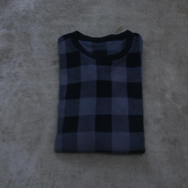 Uniqlo Sweater Hitam